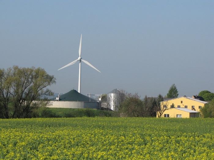 Die Agrargenossenschaft Grünlichtenberg unterhält in Etzdorf ein Kartoffellagerhaus, Schälküche und Biogasanlage.