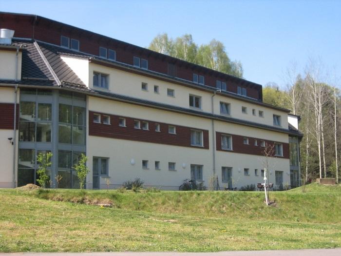 Das nach dem Hochwasser 2002 neu gebaute Wohnheim.