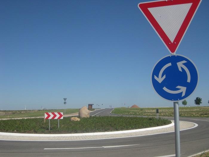 Der neue Kreisverkehr im Gewerbegebiet an der Autobahnanschlussstelle Berbersdorf der Bundesautobahn A4 ist seit 2012 fertiggestellt.