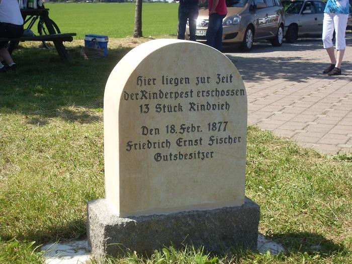 Am Wanderwegeparkplatz findet sich dieses kleine Denkmal.