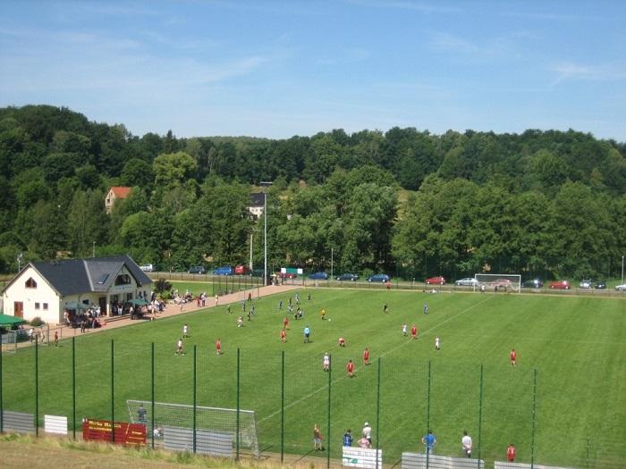 Der Sportplatz ist eine der beiden Spielstätten des Vereins SG 1899 Striegistal.