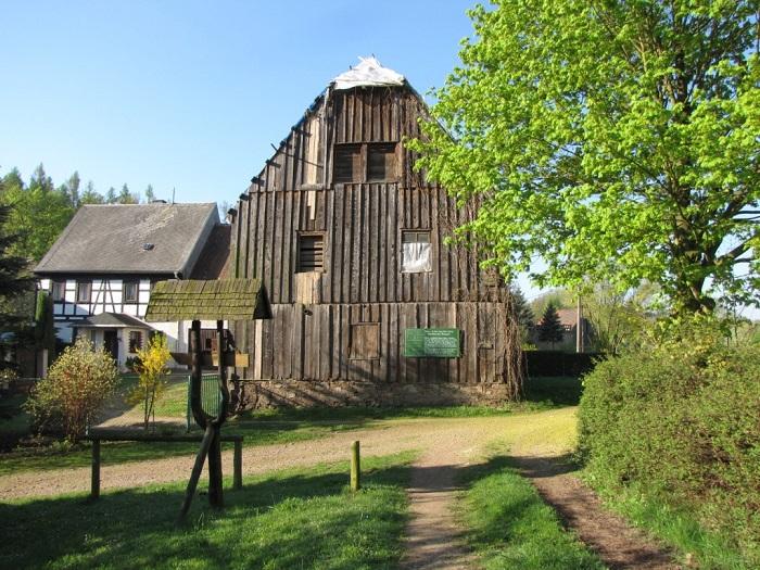 Das Huthaus in Gersdorf - letztes in Sachsen noch original erhaltenes Schachthaus eines Pferdegöpels. Es wurde um 1800 über dem Schacht errichtet.