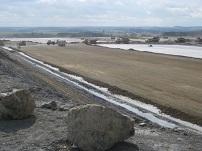 Diese Aufnahme zeigt Arbeiten zur Geländeregulierung