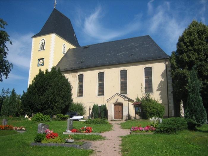 Marbacher Kirche mit Friedhofsgelände