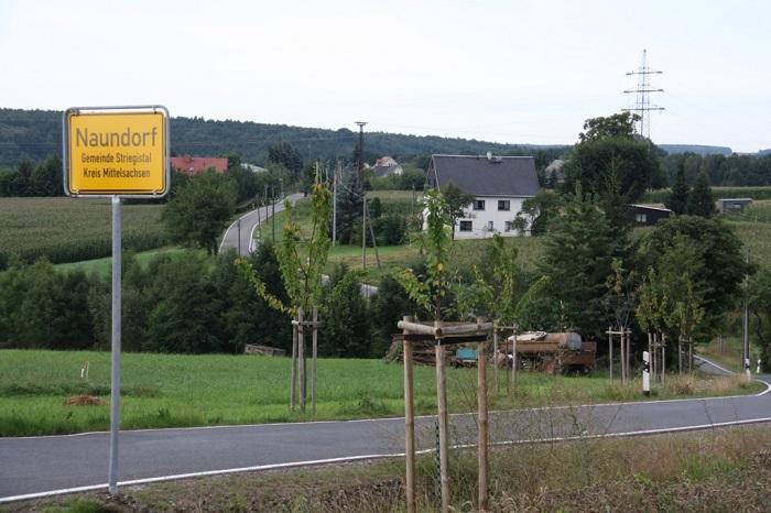 Zufahrt nach Naundorf