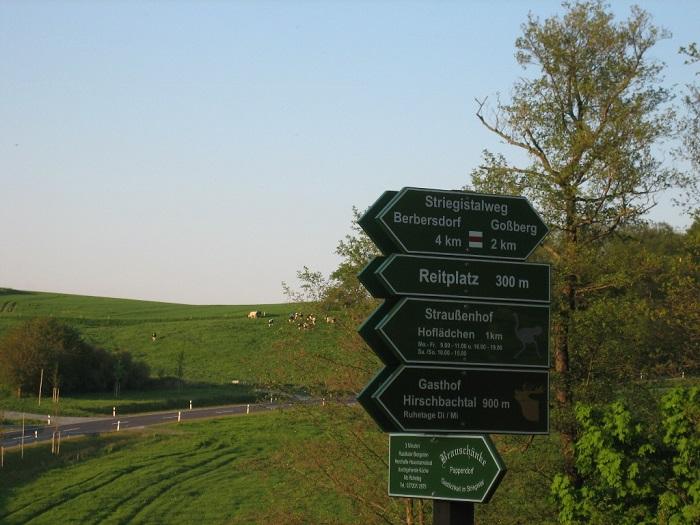 Gut beschilderte Wanderwege laden zum Aufenthalt im Striegistal oder in der ländlichen Natur ein.