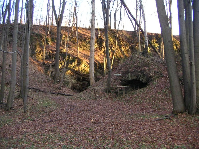 """In der Nähe des Waldgasthauses """"Kalkbrüche"""" kann man noch ehemalige Kalköfen besichtigen."""