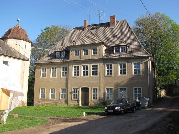 Blick auf ein Gebäude der Schlossanlage von Gersdorf.